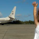 child-waving-goodbye-595429_1280